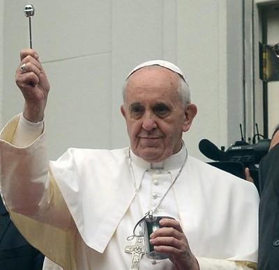 Paes e Nuzman bajularam o Papa em julho de 2013, mas não ouve seus ensinamentos (Foto divulgação)