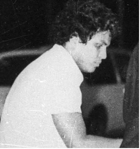Magno Cantarino, em 1981, na cena do atentado à bomba no Riocentro. Foto : Anibal Philot/O Globo (cedida à CEV-Rio)