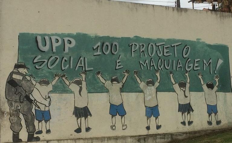 O recado dos mangueirenses na Rua Ana Neri. Foto: Beatriz Barros