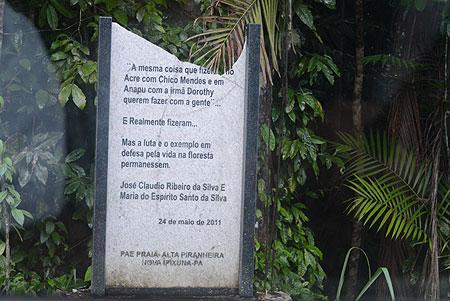 Homenagem ao casal extrativistas José Cláudio Ribeiro da Silva e Maria do Espírito Santo na estrada onde morreram - Foto Salete Hallack/MHuD