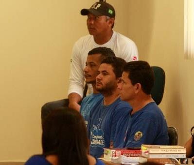Os três acusados José Rodrigues, Lindonjonshon e André ( da direita para a esquerda) no júri  em abril de 2013 - Foto de Salete Hallack/MHuD