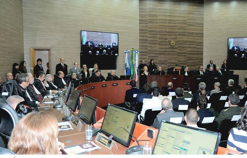 No TRF-2 o pleno julga o juiz Macário Júdice, e o Órgão Especial, o juiz Flávio Roberto.