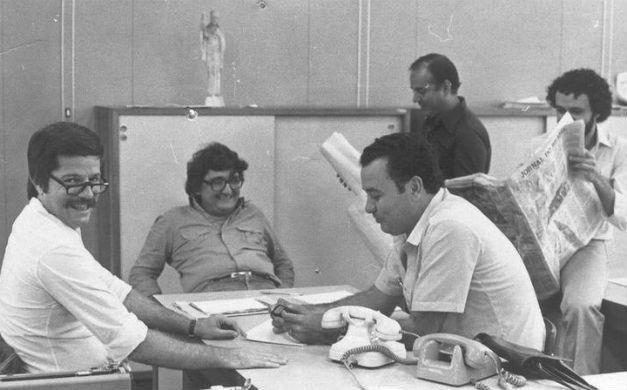 O jovem Fritz (ao centro, de óculo) entre Heraldo Dias (à direita) e Sérgio Fleury (esquerda). TRês grandes jornalistas que não estão mais entre nós. Foto reprodução do Jornal do Brasil