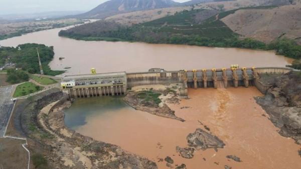cazptação agua no rio doce Colatina - foto governo Espirito Santo