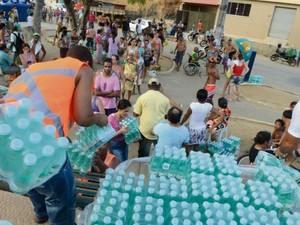 A água mineral  é distribuída desde novembro por conta de um Termos de Ajustamento de Conduta assinado pela Mineradora com os Ministérios Públicos: Federal, do Trabalho e Estadual Foto: Facebook Colatina em Dia