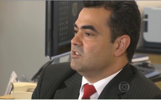 O DPF Luciano Flores ouviu a recusa de Lula em acompanha-lo  e falou que o levaria coercitivamente, Foto - Reprodução TV Globo