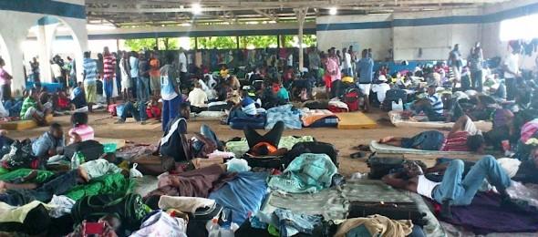 """A partir de 2010 o Acre passou a conviver com """"depósitos insalubres de seres humanos , com mais de 2000 haitianos, senegaleses, dominicanos, ganeses, mauritânios, colombianos, enfim, homens, mulheres, crianças e idosos convivendo precariamente em galpões de 200 metros quadrados"""", denunciava o MPT. Foto Reprodução."""