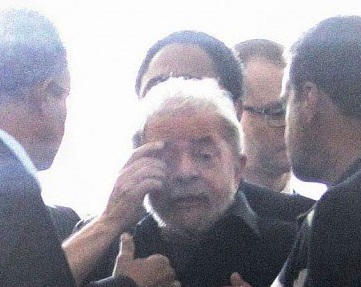 Lula deixa a delegacia da Polícia Federal no aeoporto de Congonhas - freprodução