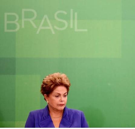 Dilma não roubiou, nem se deixou corromper. Mas se omitiu e hoje parece estar sozinha, com poucos amigos e companheiros a acompanha-la - Foto reprodução