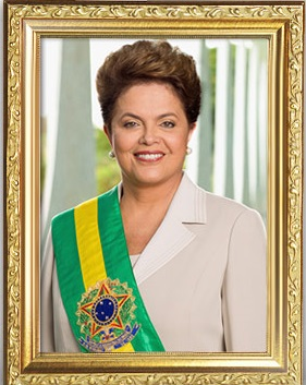 As fotos oficias da presidente Dilma Rousseff foram retiradas dos gabinetes como se ela já não fosse mais presidente. Diante da reclamação de servidores, elas retornaram às paredes.