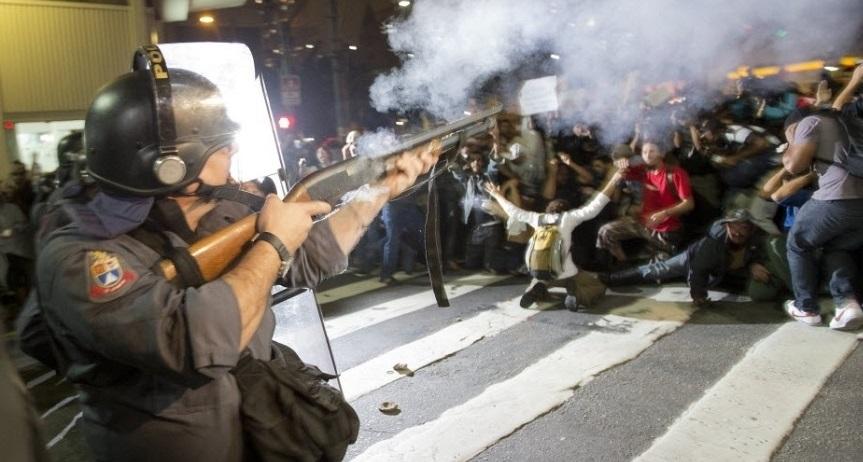 Ação da policia que foi comandada por Alexandre de Moraes na noite de quarta-feira atacando manifestantes contra o impeachment Foto Esquerda Diário