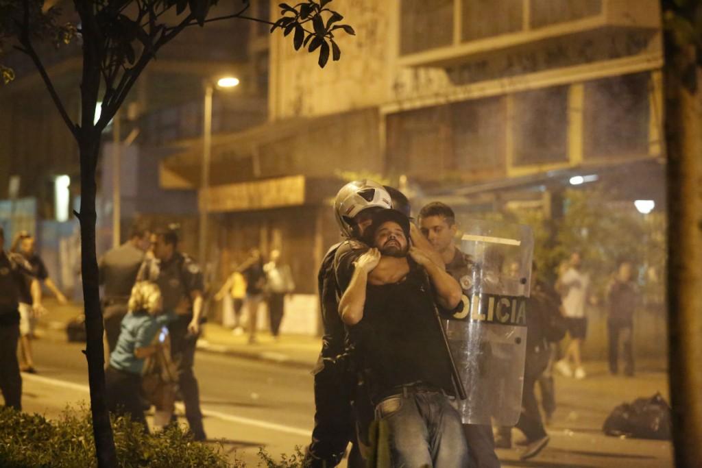 A violência foi uma característica da repressão da policia paulistana, na noite de quarta-feira (11/05), à manifestação contra o impeachment.