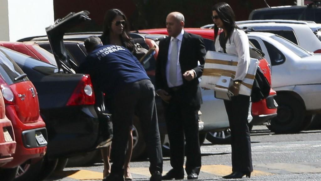 Agentes da PF recolheram documentos e computadores na casa da senadora Gleisi Hoffmann, em Brasília. O Senado protesta. Foto Marcelo Camargo/Agência Brasil