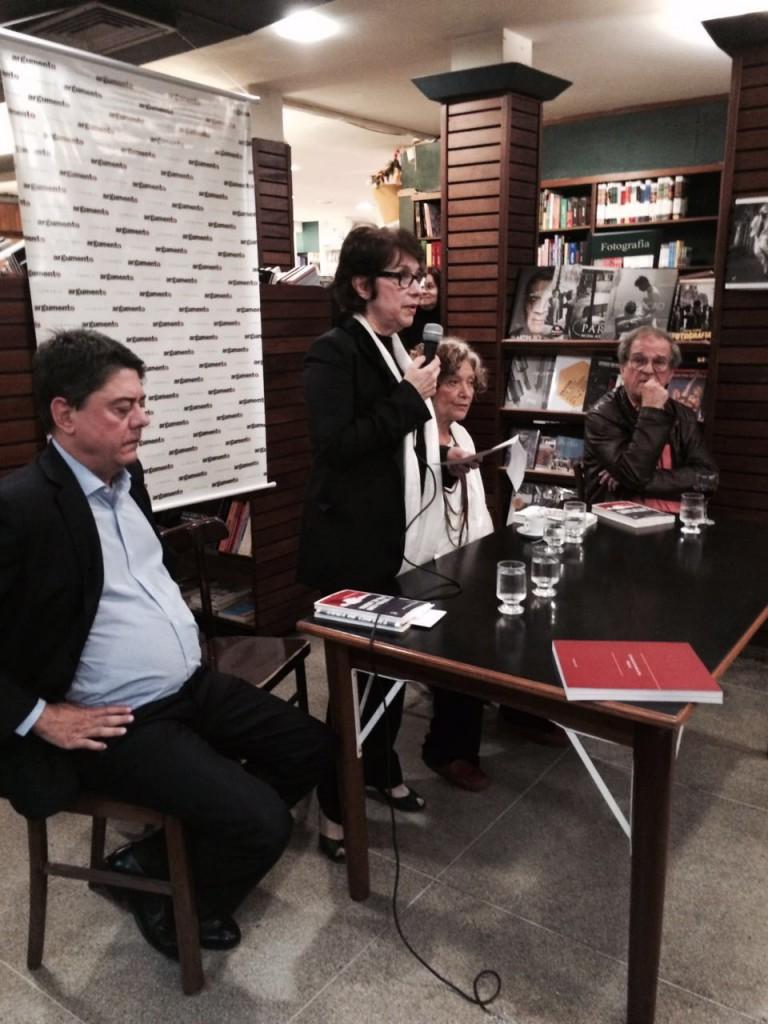 Debate sobre tortura realizado na Livraria Argumento cvom a presença do deputado Wadih Damous, da psicanalista Cecilia Boal e da autora. Foto Claudia Lamego/Editora Record