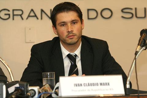 O procurador da República Ivan Claudio Marx não encontrou o crime de responsabilidade que alegaram para afastar a presidente eleita com 54 milhões de votos. E agora, senhores senadores?