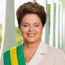 Dilma com a faixa