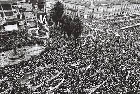 """De pequenas mobilizações em dezembro de 1983, a Campanha das Diretas virou movimento de massa até abril de 1984.  O """"Sr. Fora Temer"""" tem com o que se preocupar. Foto: reprodução"""