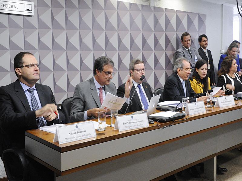Com os depoimentos de Nelson Barbosa e de José Eduardo Cardozo, o convencimento de que não houve crime de responsabilidade. Foto: Edilson Rodrigues/Agência Senado